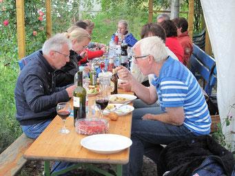 Grillen im Garten (Foto: A. Klingelhöfer)