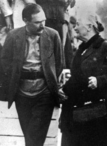 Moskva 1919: Rådskommunisten Alexander Sjlapnikov sammen med den tyske revolutionære feminist Clara Zetkin