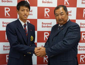 後藤監督とがっちり握手を交わす