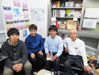 NET-GTAS事務局にて 左から高原さん、阿比留さん、記者、長谷さん (NET-GTAS提供)