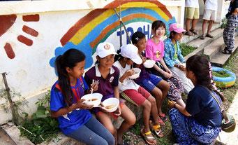 カンボジアでは中学も義務教育であるが就学率は17%ほどにとどまる(IROHA提供))