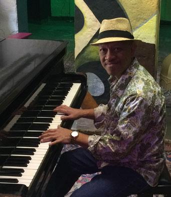 Jazzklavier-Unterricht bei Ihnen zu Hause in Berlin-Prenzlauer Berg mit Perlito Tabora