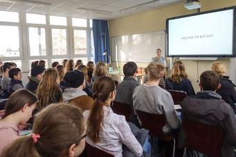 Bei 20 Praxisvorträgen konnten sich jungen Messebesucher vertieft informieren - das wurde auch zahlreich genutzt - Foto: Kraushaar