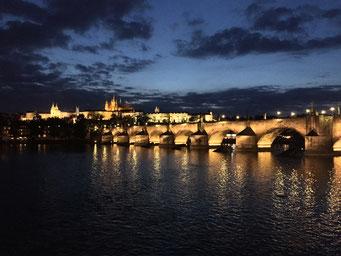 Karlsbrücke, Prag, Abend