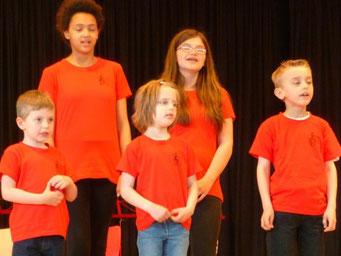Ausschnitt Kinderchor bei einem Sommerkonzert