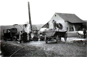 Großvillars: Kartoffel-Dämpfkolonne bei Karl Rostan, Anfang der 1940 er Jahre
