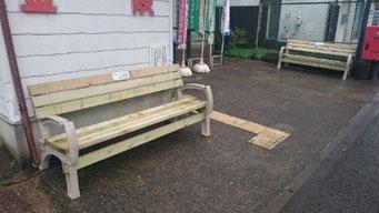 郵便局前の新しい「くつろぎベンチ」2台