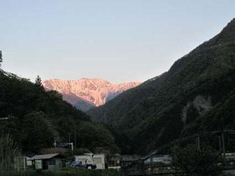 夕日に染まる赤石岳