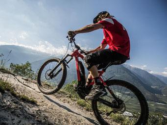 e-Mountainbike Unterschiede werden Ihnen im e-motion e-Bike Premium Shop in Hamm erklärt. Lassen Sie sich beraten.
