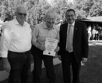 Foto: Hr. Brey wurde zu 70 Jahre Mitgliedschaft geehrt (2019) / Auf dem Foto von links: Vogt Sepp sen., Brey Franz, Müller Roland