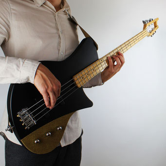 black custom 4 string vintage style j bass. A masterpiece handcrafted in germany. one of my best basses I built in 2020. You should play this bassguitar!