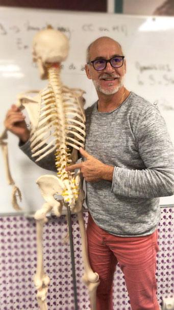 Connaissance des postures en yoga commence par l'anatomie
