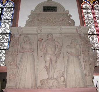 Grabplatte von Philipp III von Rodenstein mit seinen zwei Frauen