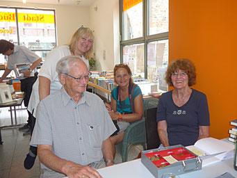 von links: Hermann Petri, Barbara Hofzumahaus, Jülicher Nachrichten/ptj, Edda Koch