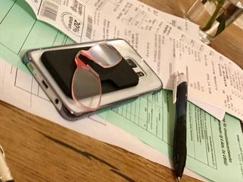 Beispiel: Auf Mobilephone Hülle aufgeklebt immer dabei.