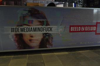 Plakat zur Fake-News-Ausstellung bei Beeld en Geluid (Foto: Jörg Wild)