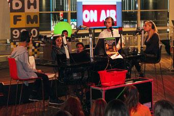 Radiosendung in der Bibliothek von Den Haag (Foto: Jörg Wild)