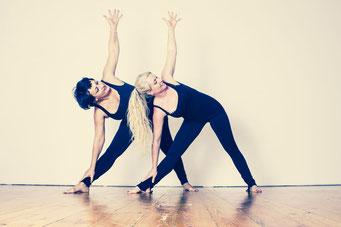 Vinyasa Power Yoga ermöglicht Stressabbau, fördert die Gesundheit und sorgt für ein tiefes Wohlbefinden