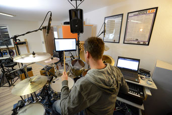 Ringo Studios Uli Göhring am Drumset