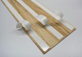 Selbstklebende Paneele aus Holz für die Wand