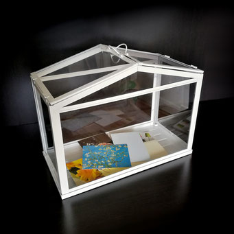 Ein gläsernes mini Gewächshaus für Hochzeitspost