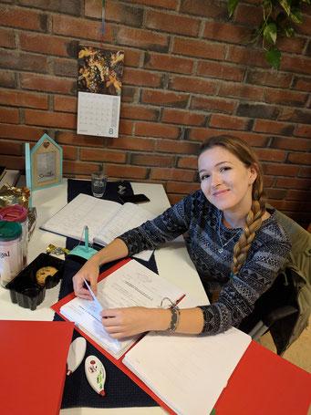 Annika Reiß bei der Arbeit in der St.Johannes-Gemeinde