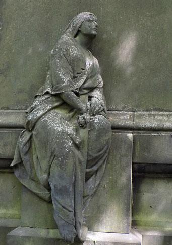 Trauernde St.-Pauli-Friedhof Bild: Susann Wuschko