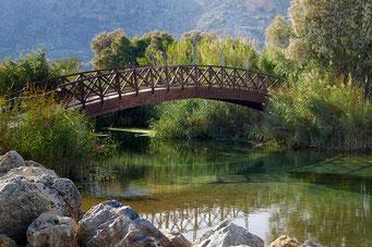 Brücke als Verbindung von zwei Kontrahenten