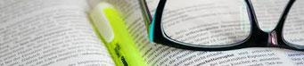 Brille Marker schriftlicher Vertrag