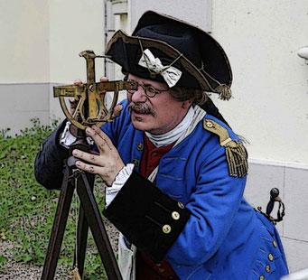 Dr. Martin Klöffler in der Rolle des Lous Charles Dupain de Montesson (ca. 1720-1790), Capitaine d'Infanterie & Ingenieurs géographe des armées et camps du Roi, savant modeste