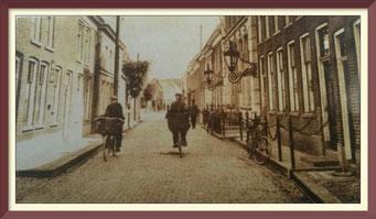 Vishandel Timmerman toen (1932) nog op de fiets in de Langestraat Genemuiden!