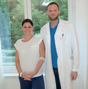 Nicole und Dr. Grimm 1 Stunde vor der laparoskopischer  Ovarektomie