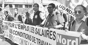 「マクロン法案」反対のデモを闘う労働者(4月9日、パリ)