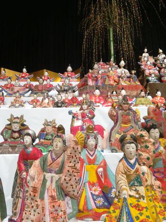 哲西町の住民より貸し出された、三次人形たち。圧巻!