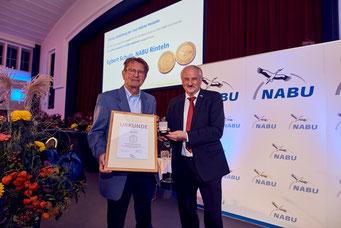 Egbert Schulz (links) und Präsident Olaf Tschimpke auf der BVV in Hannover. - Foto: Roland Schneider