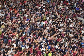 大観衆(サッカーの試合)