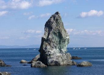沼島の上立神岩