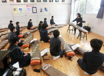 宇部市楠小学校 琴の授業