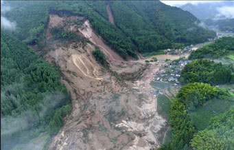 大分県日田市小野の山塊崩壊(毎日新聞のサイト)