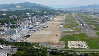 福岡空港は工事中(毎日新聞のWebサイトより)