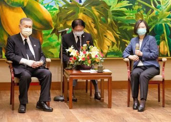 森喜朗元首相と蔡英文総統(李登輝氏を弔問)