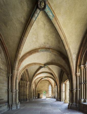 """Die Vorhalle, das """"Paradies"""", mit den wunderbaren spätromanischen Steinmetzarbeiten"""