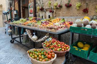 Obst- & Gemüsestand in Bari