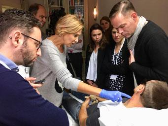 Durch die kleine Gruppengröße hatten die Teilnehmer einen größtmöglichen Mehrwert bei den Live-Behandlungen. (Foto: logivent)