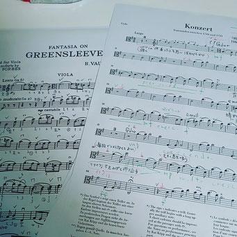 通信式レッスンの生徒さんのために作成した、楽譜教材。指番号や奏法の解説を記入してあります。