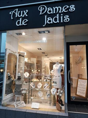 La boutique Aux Dames de Jadis est située à Brest, légendaire ville maritime du Finistère, en Bretagne.