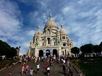 Sacre Coer Paris mit der Treppe im Vordergund