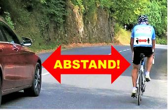 Radfahrer im Respect for life Trikot und Auto mit 1,5 m Abstand