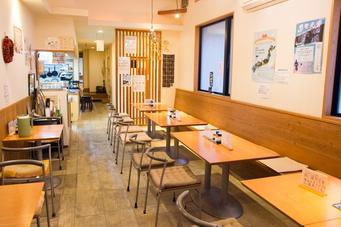 店内(テーブル席)