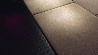 06:ベッドマット8枚組(厚さ5センチ。やや硬めのウレタンマットは2層構造。)